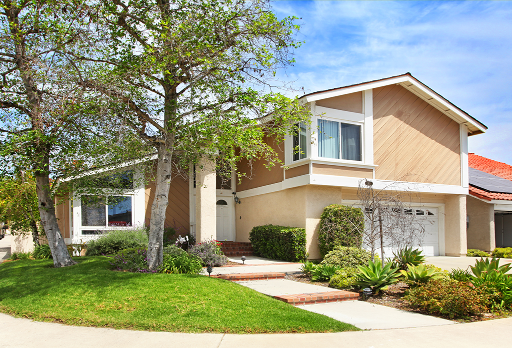 Bob & Diane JUST LISTED $780,000